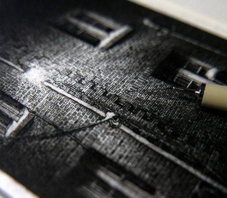Taylor Mazer: arte a china in piccolo formato